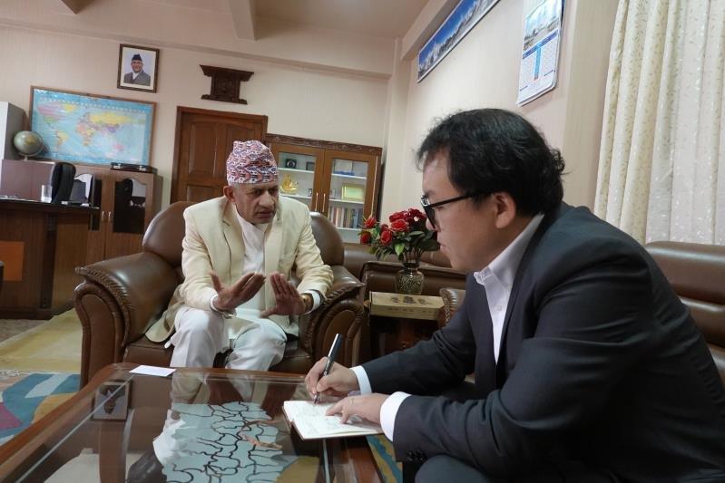 """尼泊尔外长加瓦里接受本报记者专访:参与""""一带一路""""国际合作非常契合尼的发展需求"""