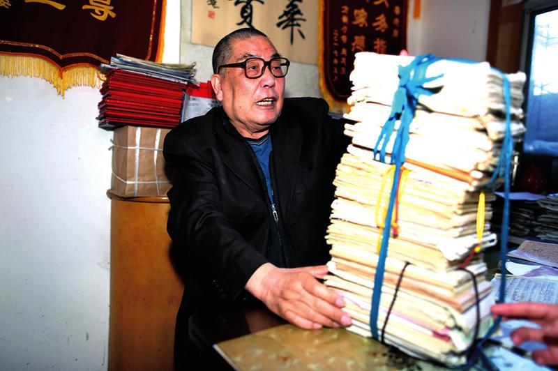 七旬退休教师创作3000多首儿歌 被誉儿歌大王