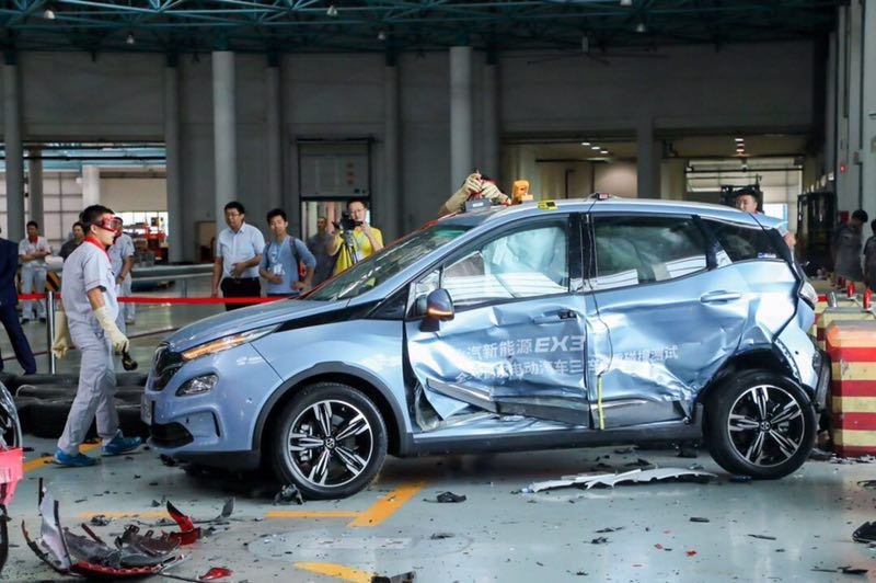 """史上最""""倒霉""""的北汽EX3,1秒钟被撞两次,却有意外惊喜"""