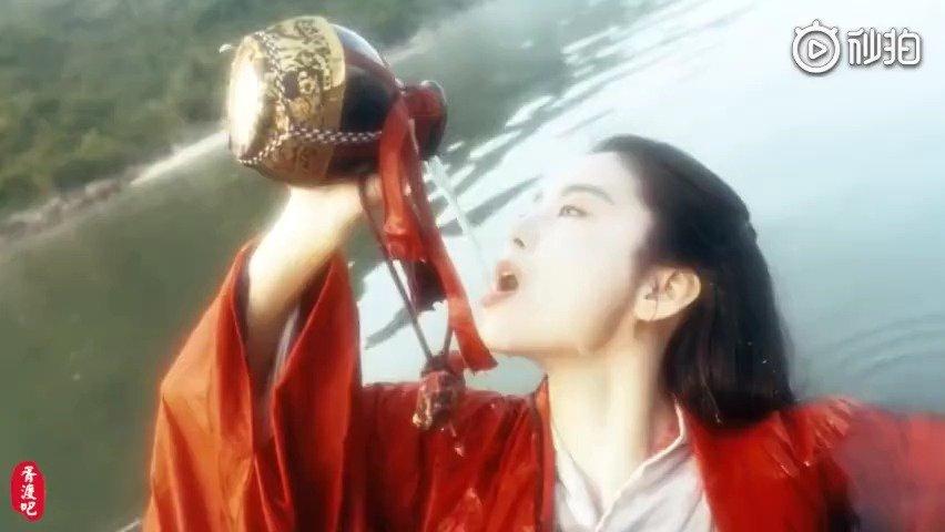 朱茵眨眼,王祖贤穿衣,林青霞饮酒,赵雅芝抚面,被这些女人美哭了