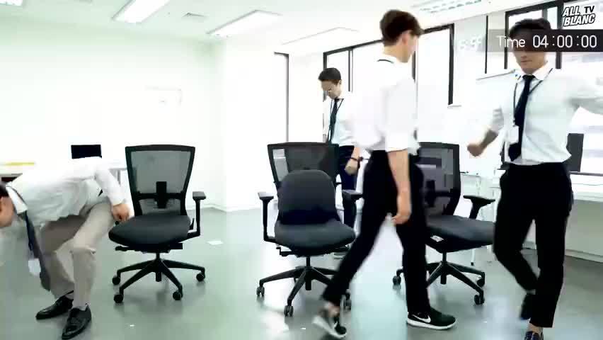 超有效的室内伸展运动是针对长期久坐,看电脑与手机的的人群,能