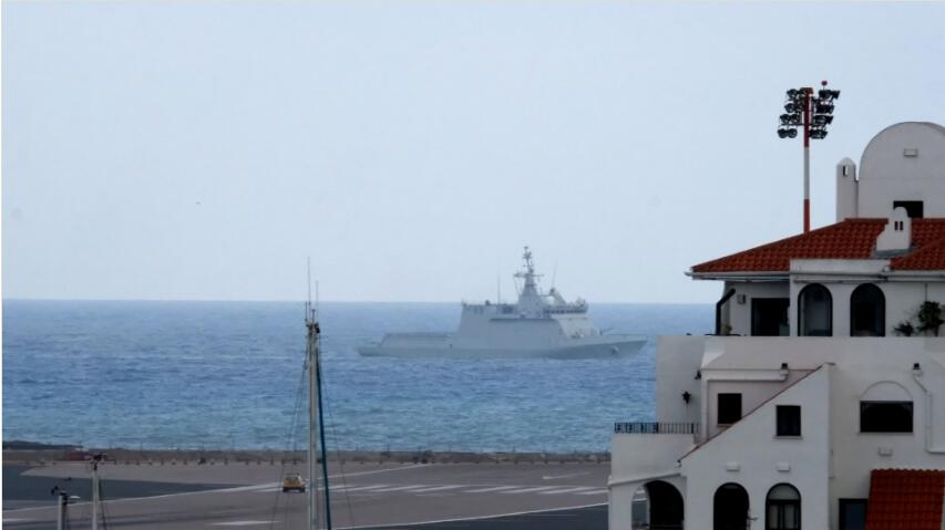 脱欧关键当口 英海军在直布罗陀
