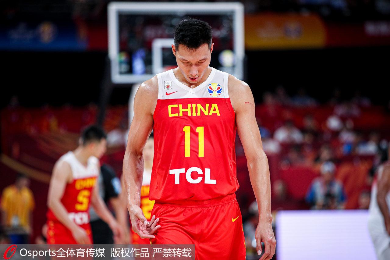 李楠:我们身体对抗不占优势 抢篮板的决心不够