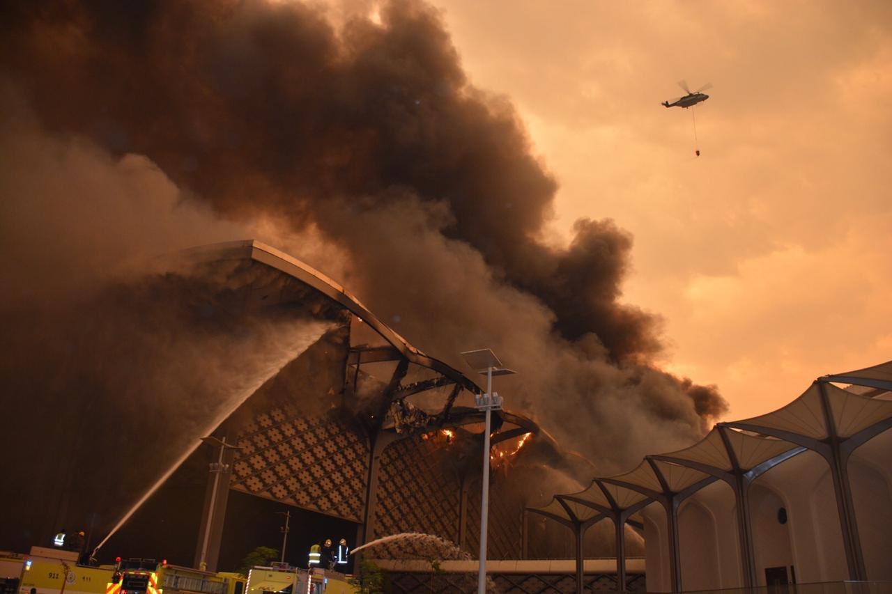 """沙特""""中东最快高铁""""一座车站发生大火 原因不明"""