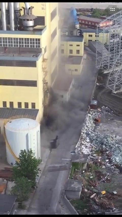 热电厂倾倒粉尘造成污染 施工公司被停工整顿(图)