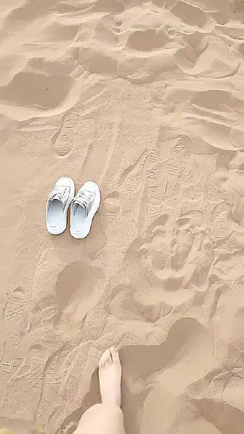 老公说带我去沙滩看来,我就穿了比基尼,尴尬了