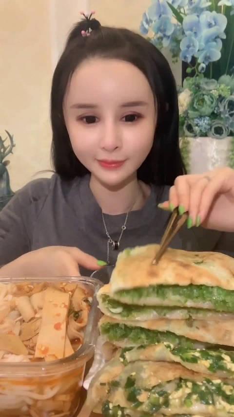 ID 欣儿xiner 吃鸡蛋韭菜盒子