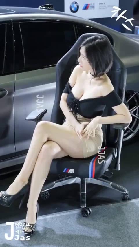 宝马车的座椅舒服吧?