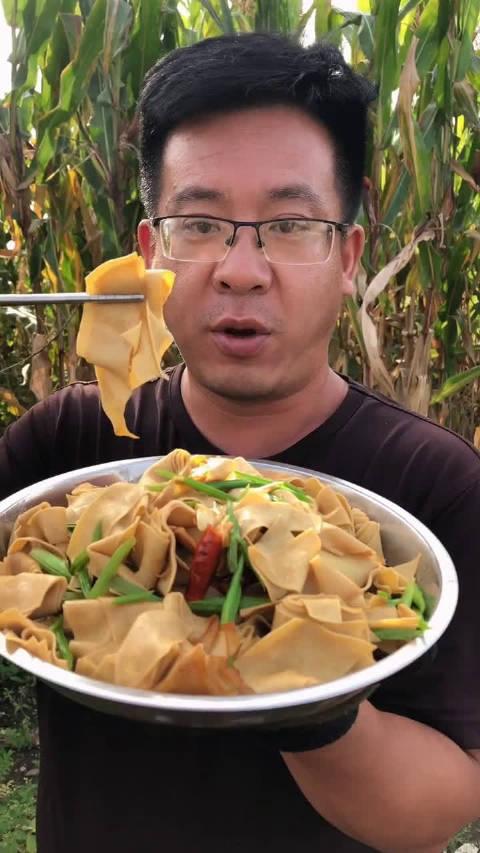 id大锤哥 自己做的芹菜炒干豆腐
