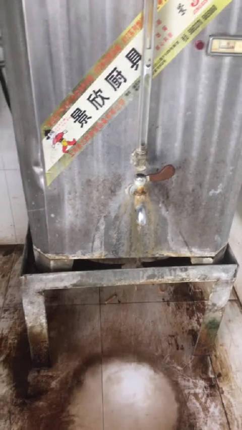 上海出租车司机爆料,上海浦东机场T2航站楼出租车蓄车场