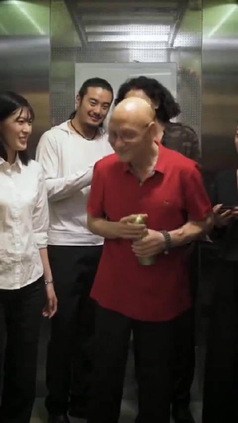 电梯前后的变化,最有气质的反派角色,真的帅啊!