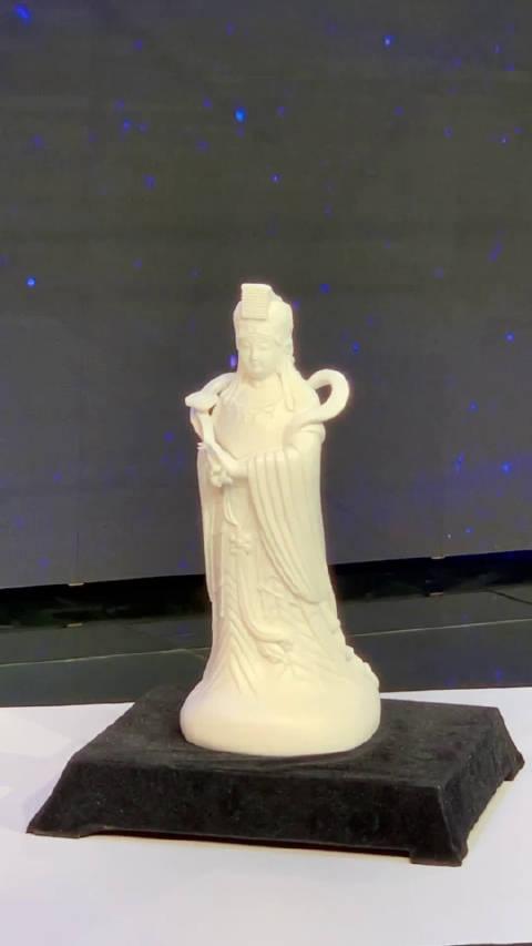 昨晚的奖品是德化白瓷·妈祖像