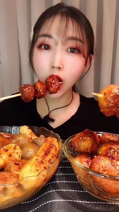 ID:紫紫吃播         麻辣小土豆串串