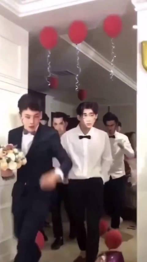 史上最帅伴郎团,感觉新娘人生达到了巅峰…