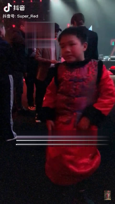 蔡徐坤 大长腿