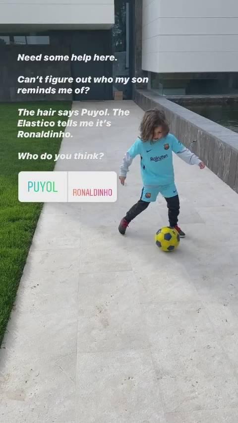 布莱斯维特求助,儿子留着普约尔的发型,做着小罗的踢球动作