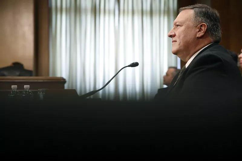 4月12日,在美国华盛顿,美国务卿提名人、现任中央情报局局长迈克・蓬佩奥出席在国会参议院举行的国务卿提名人听证会。新华社/美联