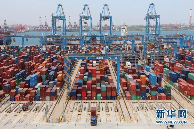 ▲青岛港全自动化集装箱码头
