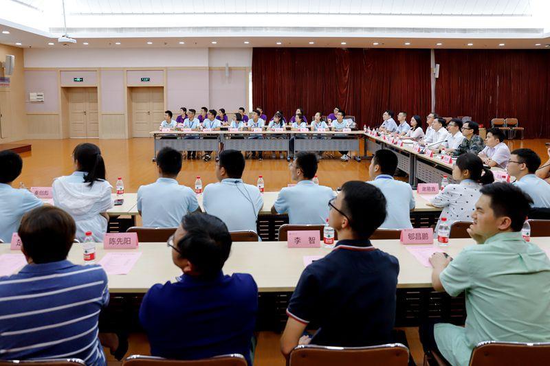 """上海交通大学""""2019年专项计划生筑力学习先修营""""中期座谈会举行"""