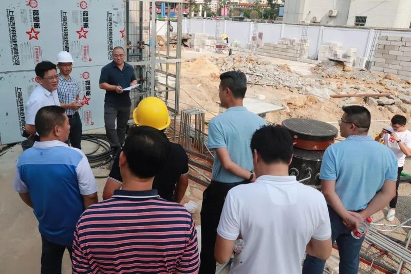 集团党委书记董事长张国玖带队对公明经发加油站进行安全生产检查