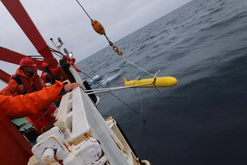 我国首次实现水下滑翔机在北极海域组网观测