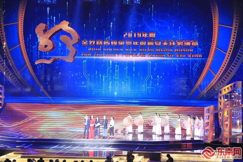 最受关注男演员颁奖(东南网记者 卢金福 摄)