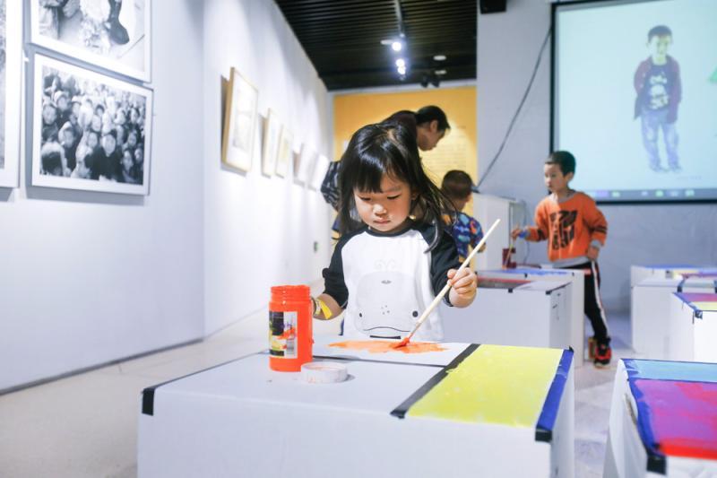 在美术馆,让孩子与艺术来一次光影对话