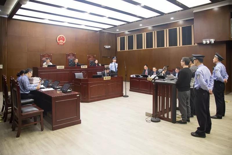 张哲仁、周武集资诈骗案开庭 致1.9万人损失超16亿