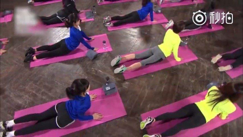 跟着健身达人一起练习这组可以瘦腰的动作,打造完美腰身曲线。