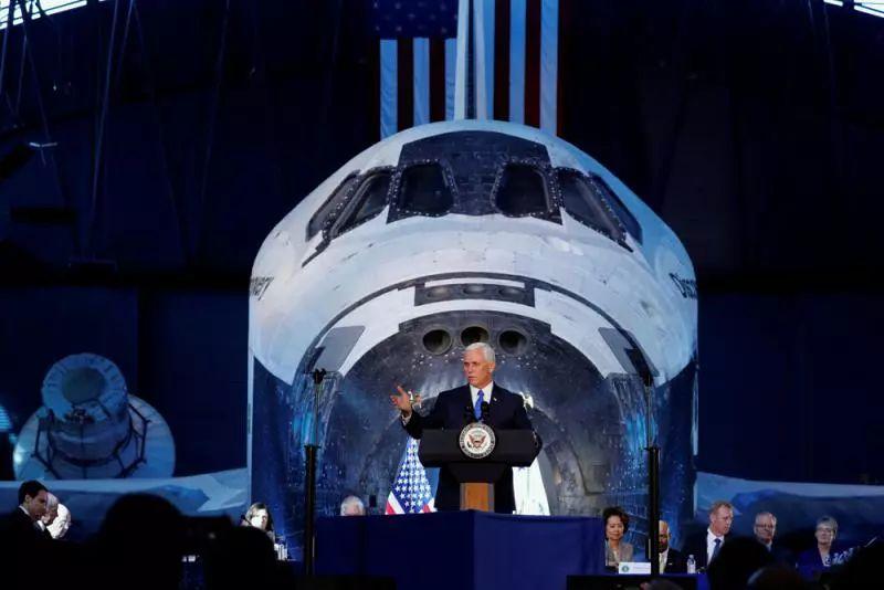 ▲资料图片:2017年10月,美国副总统彭斯表示美国宇航员将重返月球。(路透社)