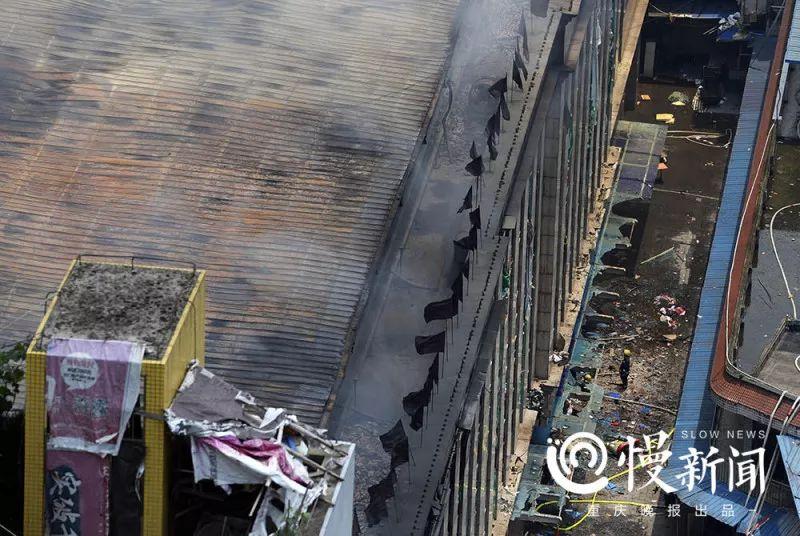 顶棚彩钢已经被烧变形