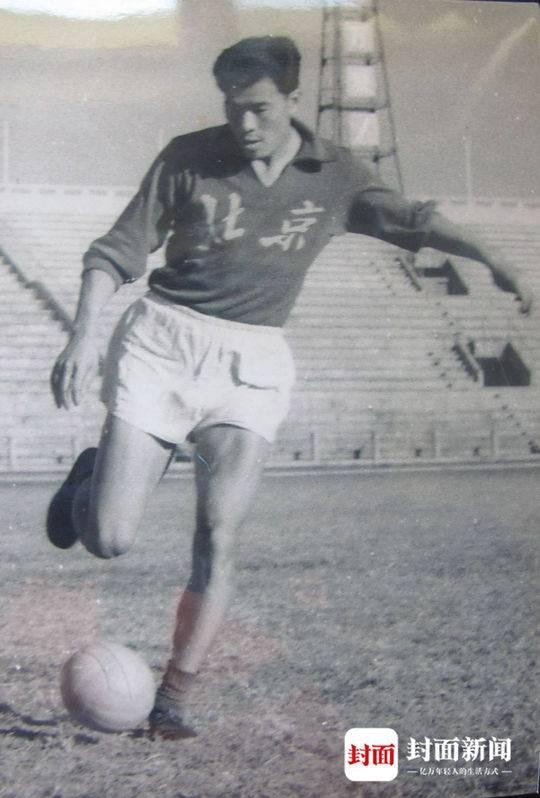 口述历史·全运会六十周年|北京足球队队长关仁卿①:加入清华足球队,从板凳队员到主力队员