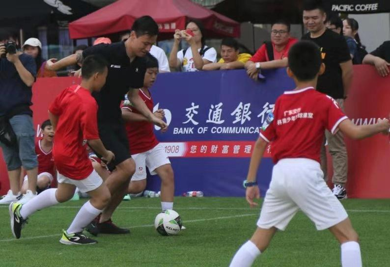 郜林青少年足球训练营启动