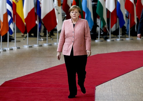 2018年3月22日,德国总理默克尔抵达位于比利时首都布鲁塞尔的欧盟总部。 新华社记者叶平凡摄