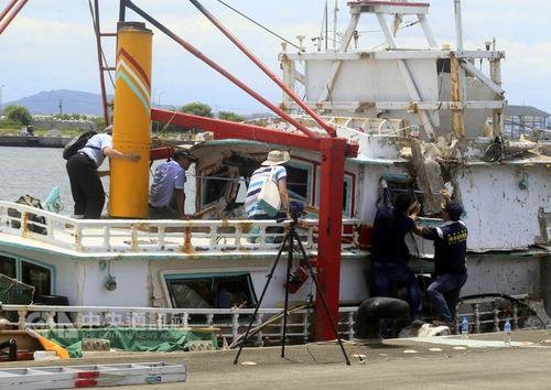 """图为遭雄三导弹误击的翔利升渔船。来源:台湾""""中央社""""资料照片。"""