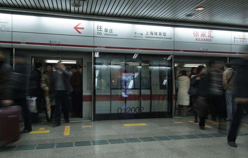 高温车厢内煎熬半小时 上海地铁遭乘客擅自拉停