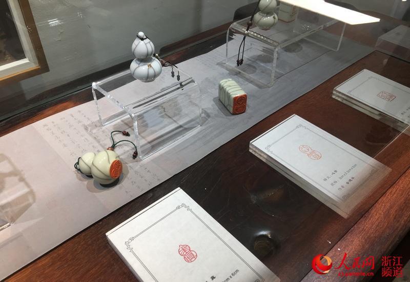 瓷与印特展在浙江龙泉开展 展出六十余件瓷印精品