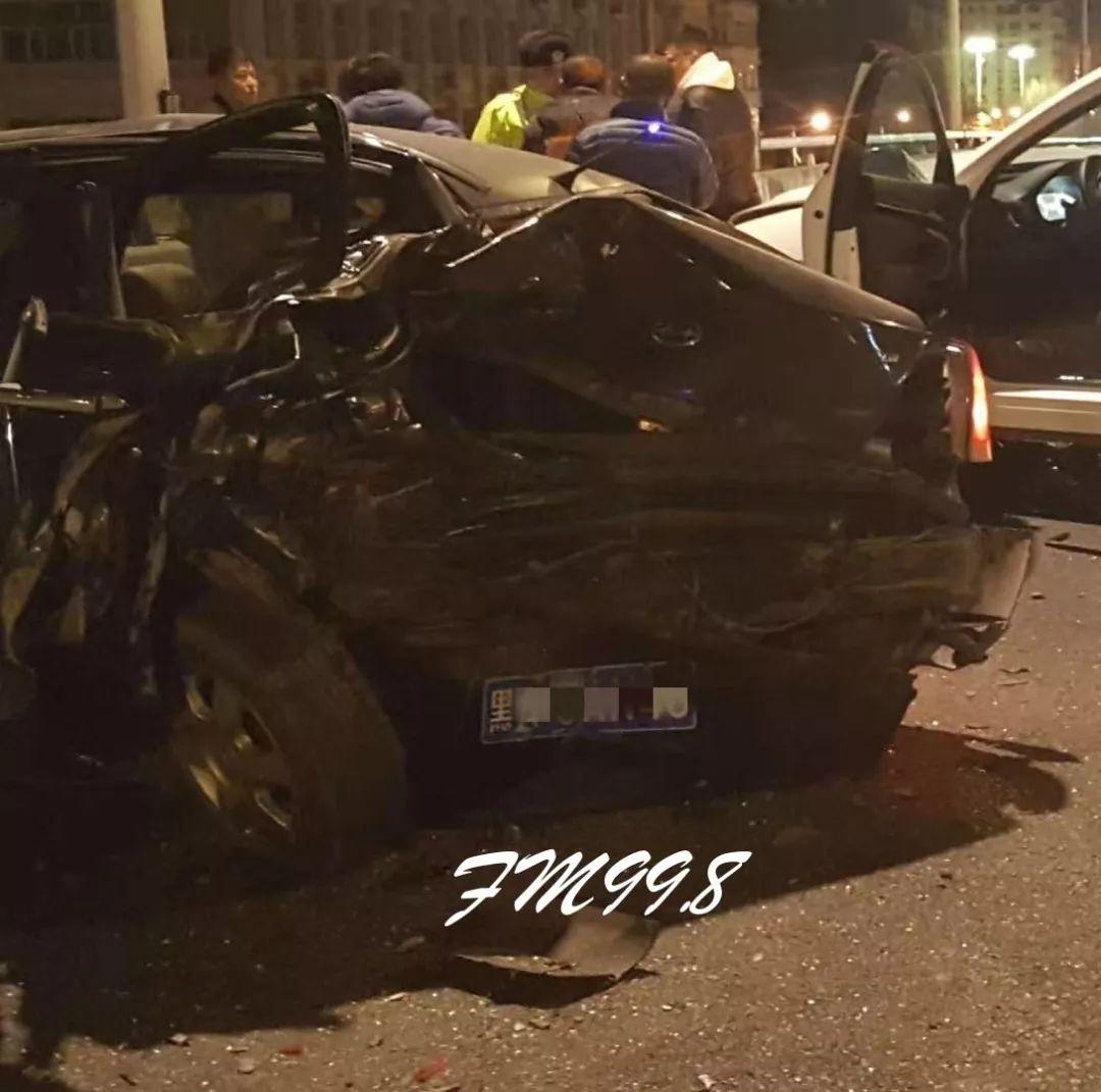 哈市凌晨连发事故多车受损,三厢变两厢……车辆几近报废!(视频)