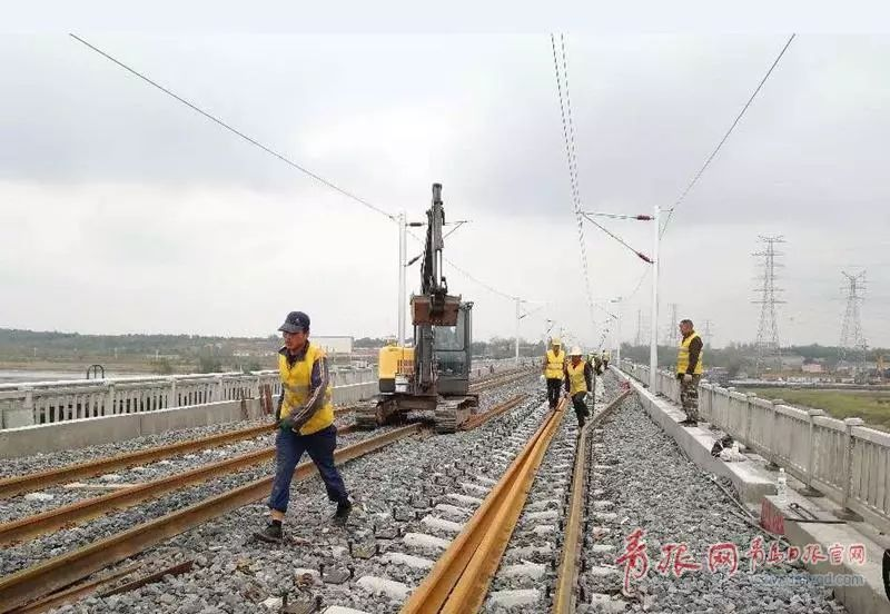 青岛至连云港铁路全线轨通,年底通车