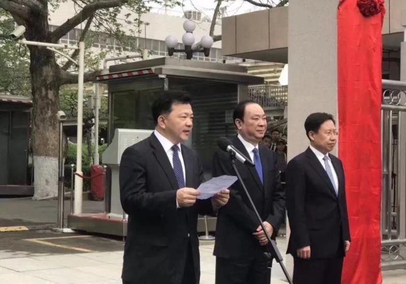 中央广播电视总台揭牌亮相 归口中宣部领导(图)卓普小黑c2
