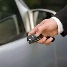车钥匙上这几个秘密!很多人开到报废也不知道!分分钟救命!(视频)