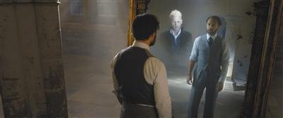 邓布利多与格林德沃的惺惺相惜是影片一大暗线。图片来自网络