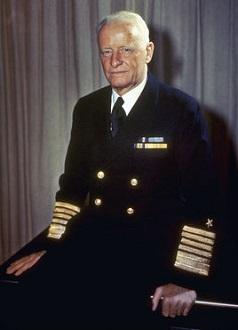 二战美军计划进攻日本本土,听尼米兹还是麦克阿瑟的?