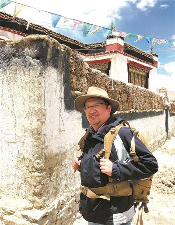 钟扬在西藏地区考察