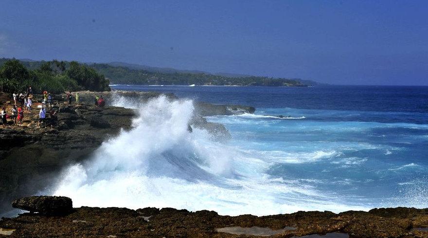 巴厘岛各旅行社暂停中国游客观光