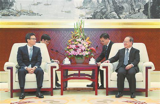 鹿心社会见越南副总理武德担