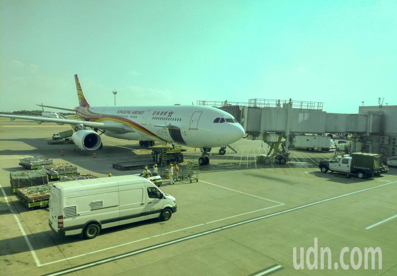 台媒:台北飞香港客机上 一女子突然大喊有炸弹