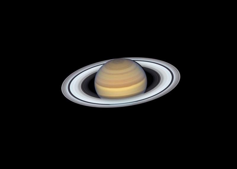 哈勃望远镜拍下土星最新肖像照,能清晰看到行星环