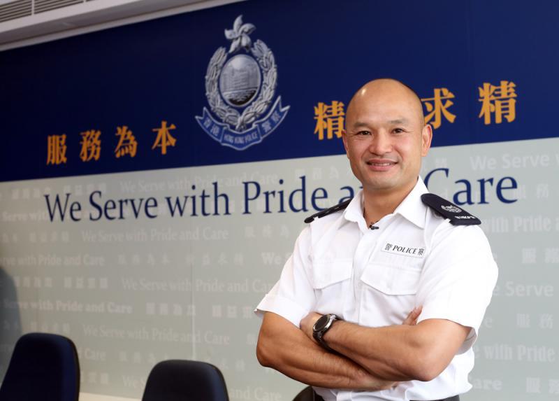 光头阿sir刘泽成坦言心痛香港被搞乱,当日举枪是为了阻止暴徒试图抢警枪(图源:大公报)