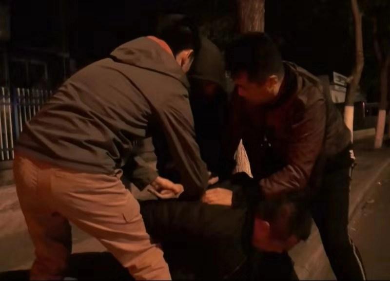 「金宝娱乐场手机注册」玩家|攀登者杨小华,绝壁上的公益大使(上)